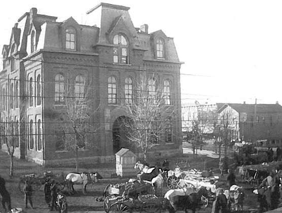 Original Howell County Courthouse in 1883